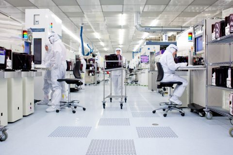Picture taken inside the imec cleanroom, dedicated to the processing of 300 mm Silicon wafers © imec
